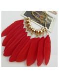0953. Красный цвет. Подвеска с перьями