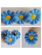 3115.1 шт. Голубой цвет. Цветные  ромашки 4 см.