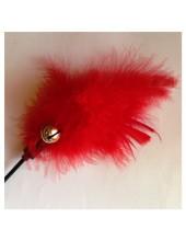 682. 1 шт. Красный цвет. Игрушка из перьев птиц с колокольчиком