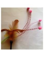 695. 1 шт. Игрушка из перьев птиц с бубенчиками
