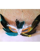 55. Маски для праздника с перьями