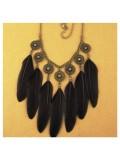 0942. Черный цвет. Подвеска с перьями птиц