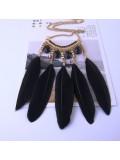 0909. Черный цвет. Подвеска из перьев птиц