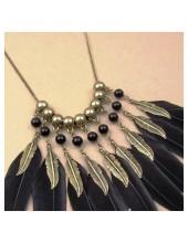 0904. Черный цвет.  Подвеска из перьев птиц