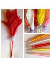М-4. Красный цвет. Ручка с перьями птиц