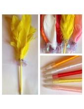М-3.  Желтый цвет. Ручка с перьями птиц