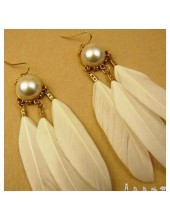 54. Белый цвет. Серьги из перьев птиц