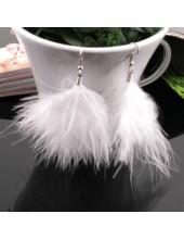 94. Белый цвет. Серьги из перьев птиц