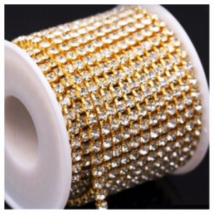 Белый цвет. Стразы кристаллы на цепочке. Основание золото.1 м. №16