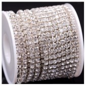 Белый цвет. Стразы кристаллы на цепочке. Основание серебро.  1 м. №20