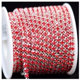 Красный цвет. Стразы кристаллы на цепочке. Основание серебро.  9 м. №12