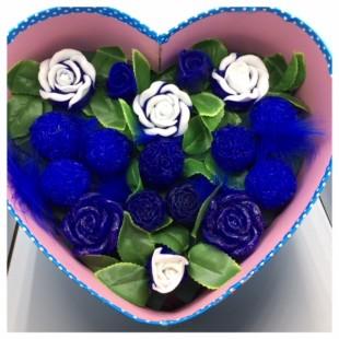 17 роз. Синий белый цвет. Сердечко голубое. 30 х 24 х 12. Большая коробка