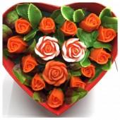 15 роз. Красный цвет. Сердечко красное. 28 х 24 х 10. Большая коробка