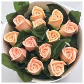 13 роз. Розовый цвет. Цветная коробка. 19 х 9. Маленькая коробка