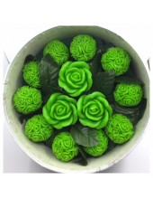 13 роз. Зеленый цвет. Цветная коробка. 22 х 10. Средняя коробка
