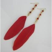 20. Красный цвет. Серьги из перьев птиц