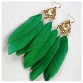 25. Зеленый цвет. Серьги из перьев птиц