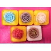 Мыло брусочками с цветком. Мыло ручной работы