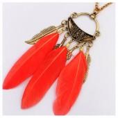 0956. Красный цвет. Подвеска с перьями