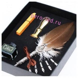Ручка с перьями птиц