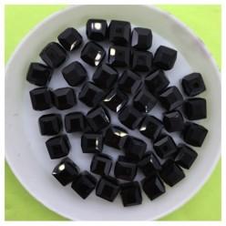 № 50. 70 шт. Черный цвет. Бусинки кубики. № 3