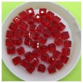 № 50. 70 шт. Красный цвет. Бусинки кубики. № 7