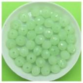 8 мм. 70 шт. Салатовый прозрачный цвет. Бусинки круглые с огранкой стеклярус № 10