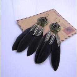 26. Черный цвет. Серьги из перьев птиц
