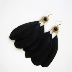 38. Черный цвет. Серьги из перьев птиц