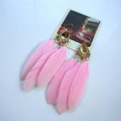 81. Розовый цвет. Серьги из перьев птиц