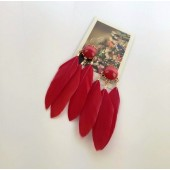 82. Красный цвет. Серьги из перьев птиц