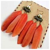35. Оранжевый цвет. Серьги из перьев птиц