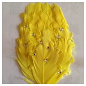 Желтый цвет. Заколка брошь из перьев птиц