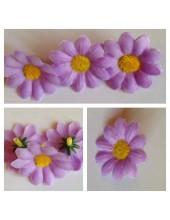 3115.1 шт. Фиолетовый цвет. Цветные  ромашки 4 см.