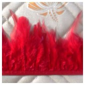 1 м. Красный цвет. Тесьма. Перья петуха на ленте 6-11 см