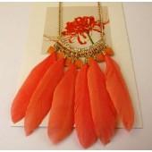 0911. Оранжевый цвет. Подвеска из перьев птиц