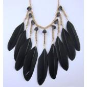0912. Черный цвет. Подвеска из перьев птиц