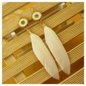 93. Белый цвет. Серьги из перьев птиц
