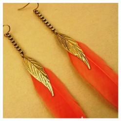 96. Оранжевый цвет. Серьги из перьев птиц