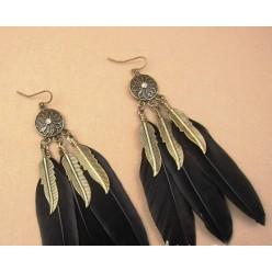 02. Черный цвет. Серьги из перьев страуса.